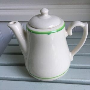 Other - Made in USA adorable vintage teapot